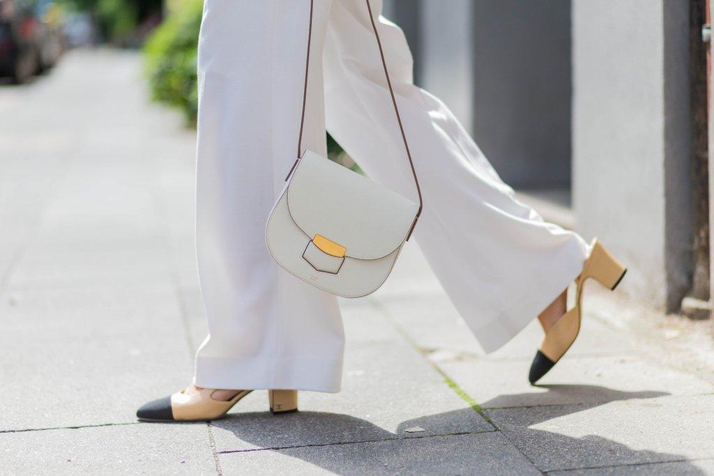 Какви чевли да носите на широки ногавици
