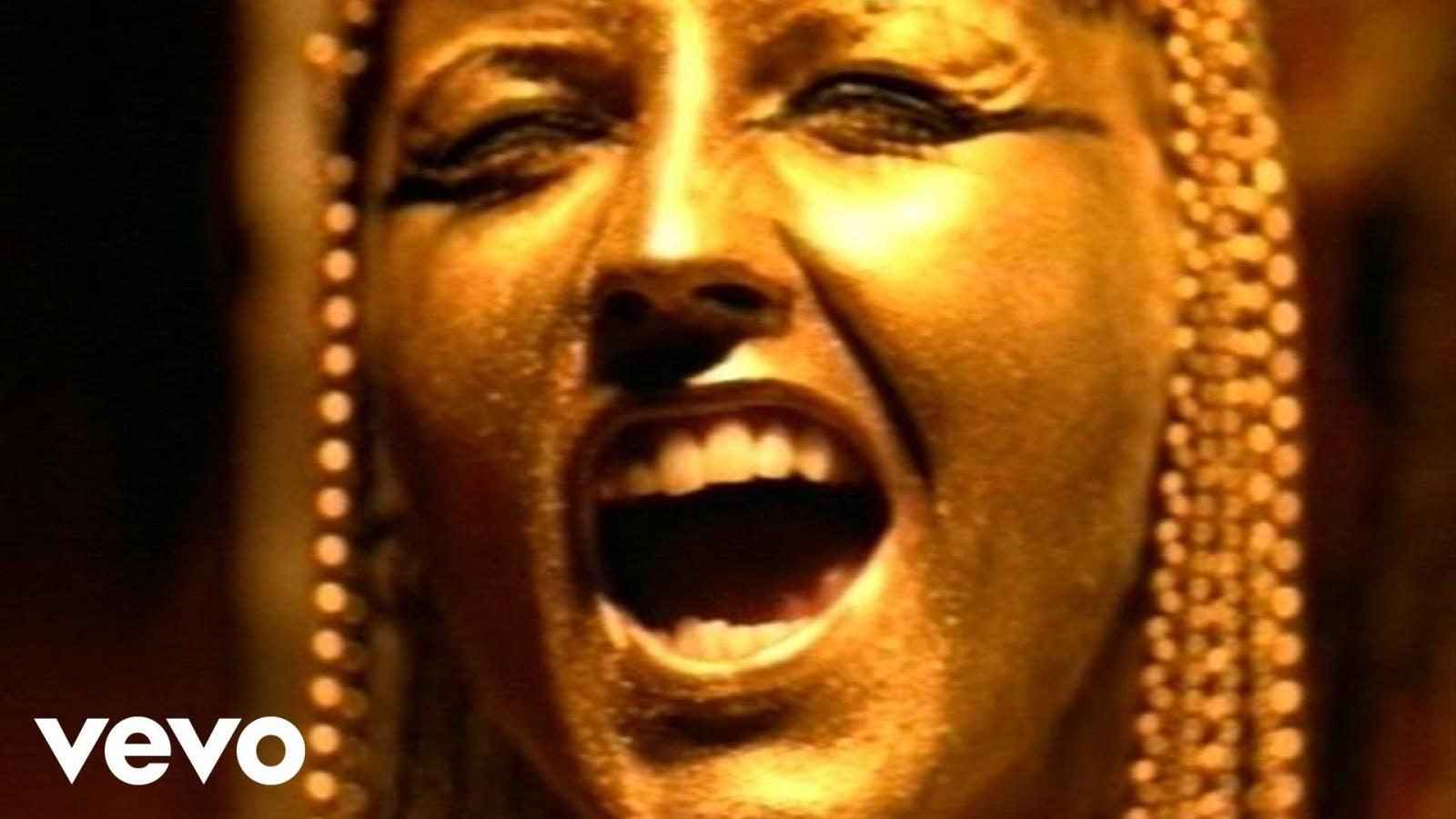 Почина пејачката на инди рок бендот  The Cranberries