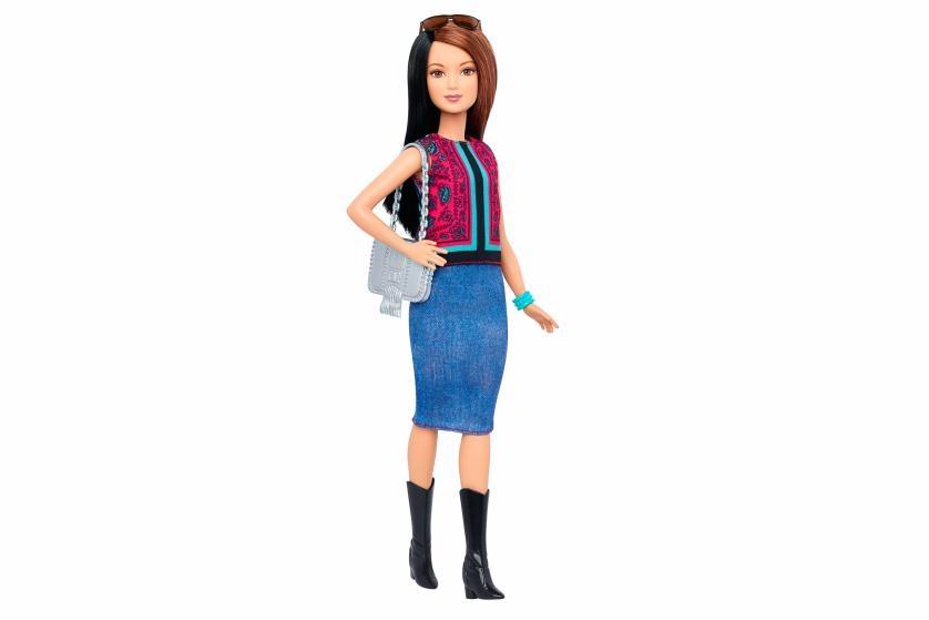 ниска и ситна Барби