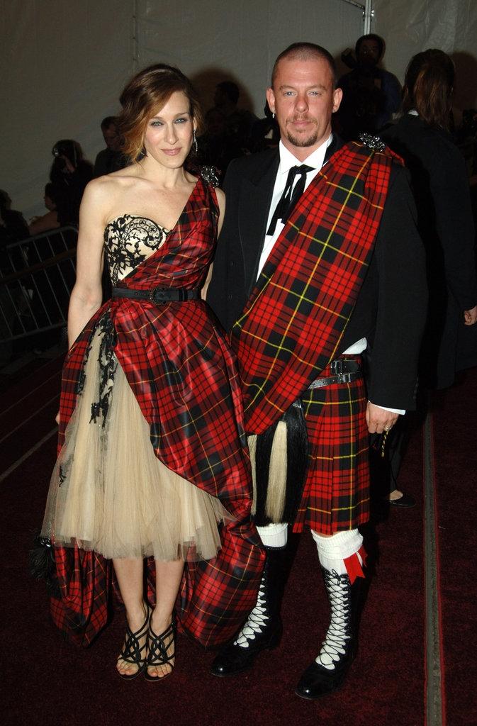 2006 - Сара Џесика Паркер и Александар Меквин во негови креации