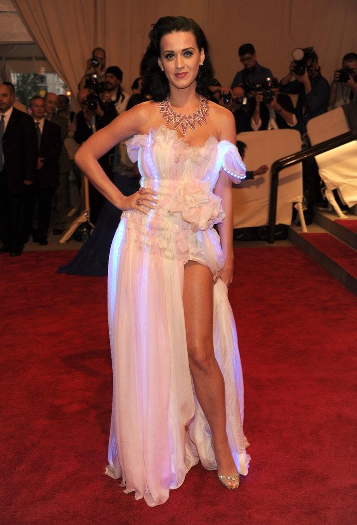"2010 - Кети Пери во креација на ""Cutecircuit"""