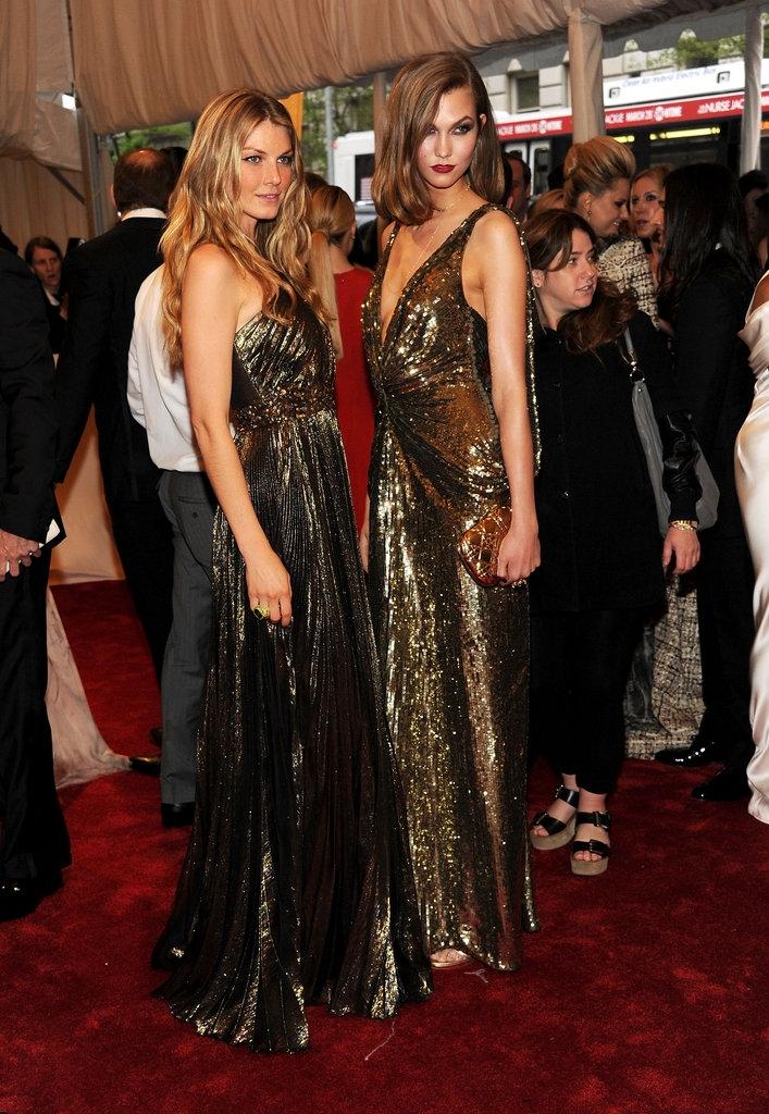 """2011 - Анџела Линдвал во креација на """"Andrew Gn"""" и Карли Клос во """"Диор"""""""