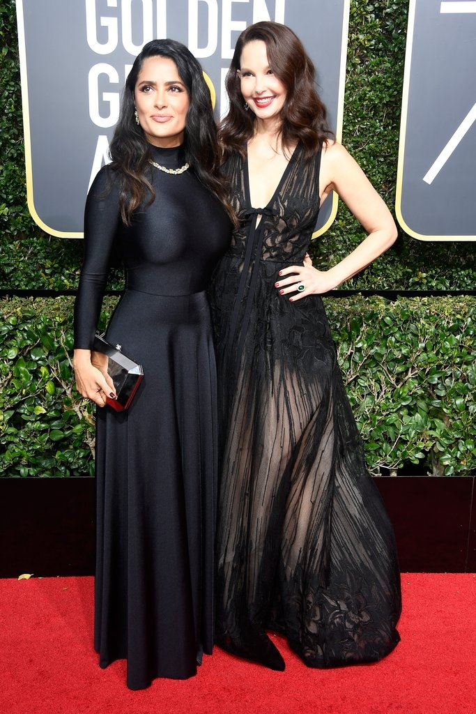 Salma Hayek (Balenciaga) with Ashley Judd (elie Saab)