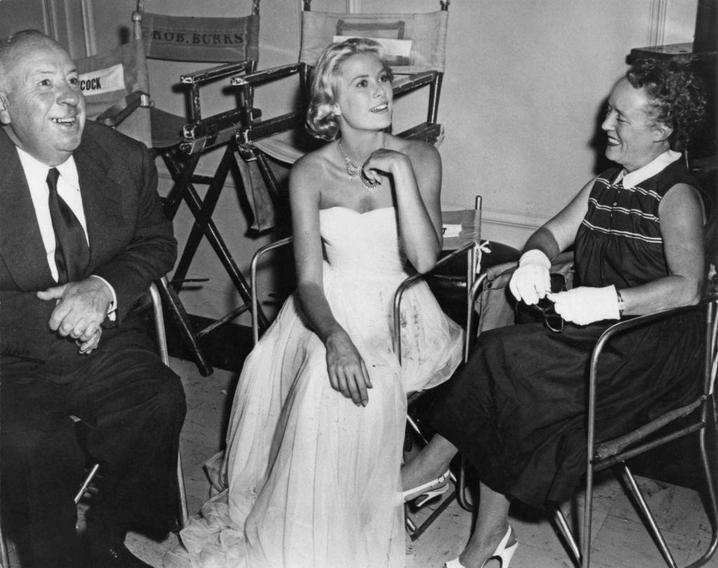 1954 - На сет на To Catch a Thief со Хичкок и неговата сопруга Алма