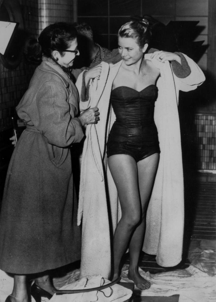 1956 - Грејс Кели во костим за капење