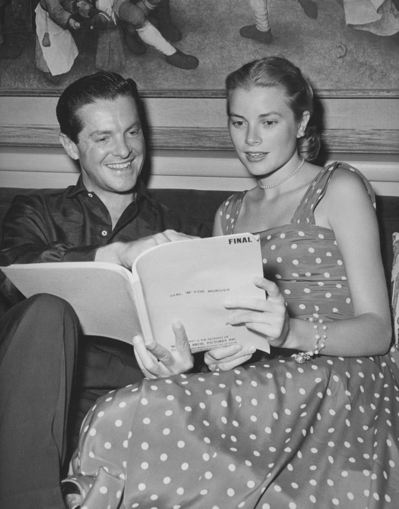 1954 - Грејс Кели ја чита скриптата со Роберт Камингс