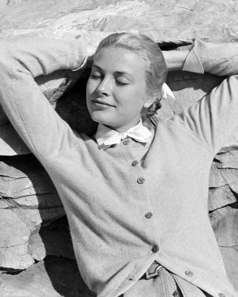 1955 година - Грејс Кели во кардиган
