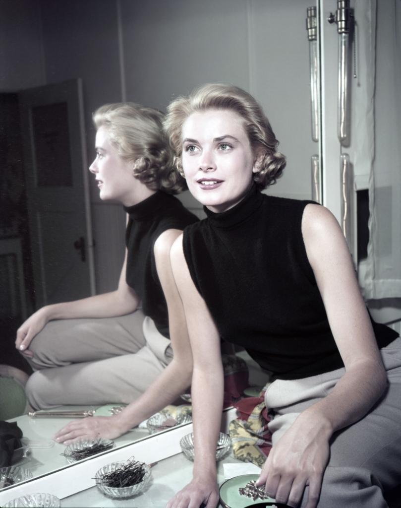 1954 - Грејс Кели во црн топ без ракави