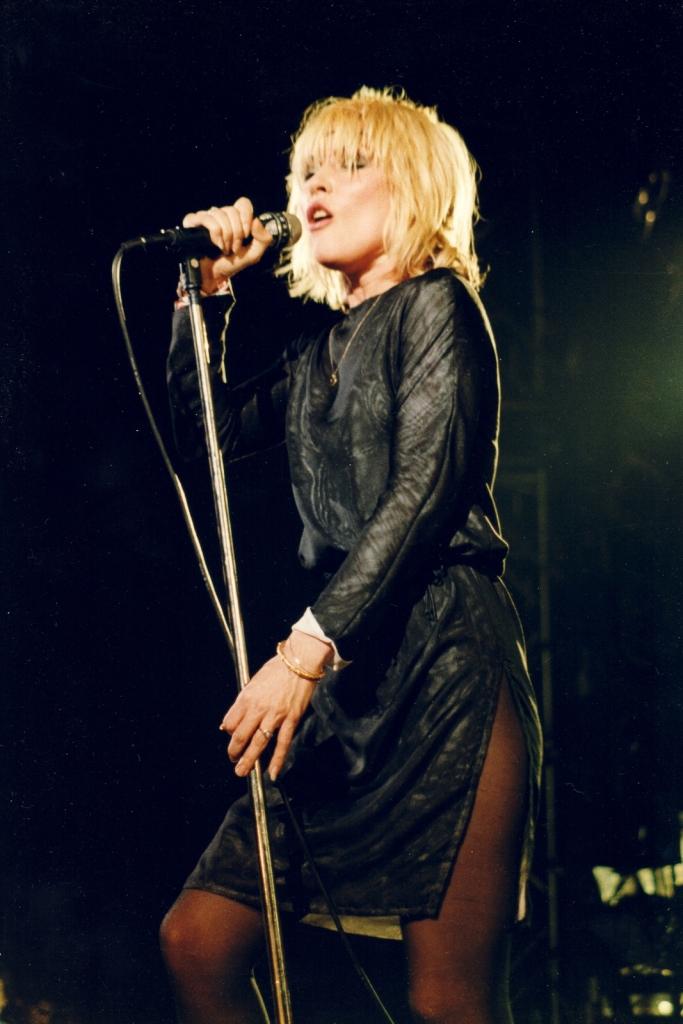 1980, Деби Хари