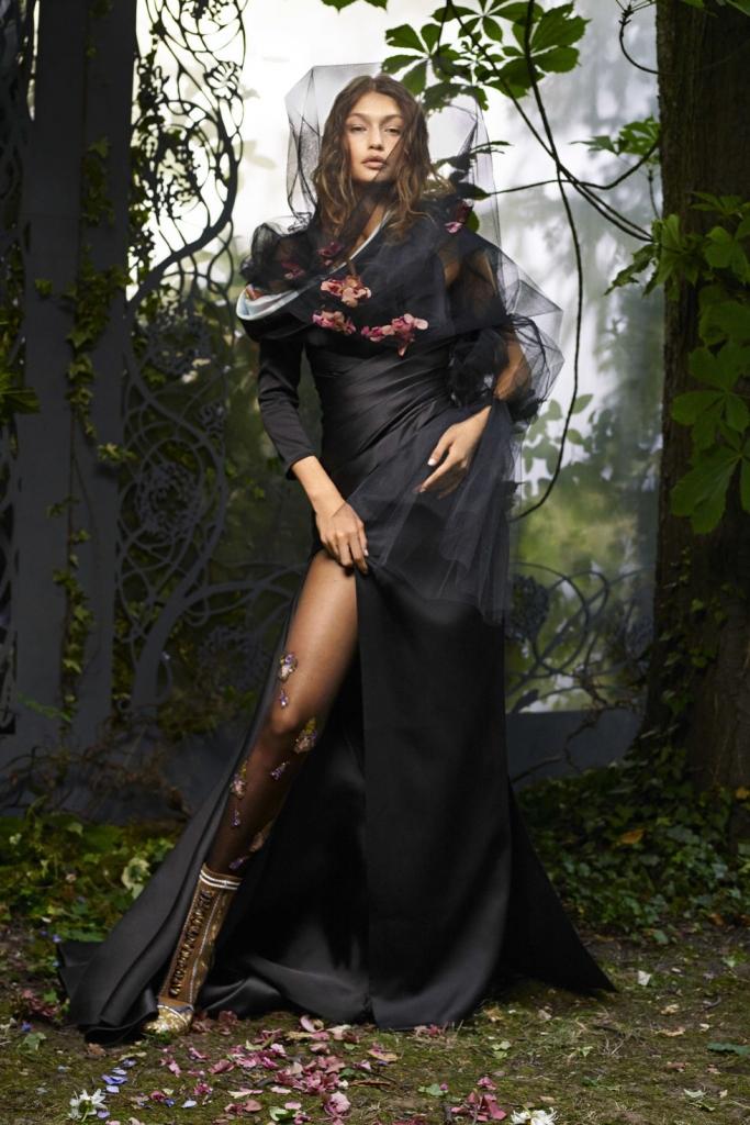 Atelier Versace фустан; Fendi Haute Fourrure чизми
