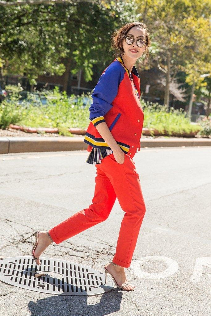 Бомбер јакна со панталони во иста боја и широка блуза