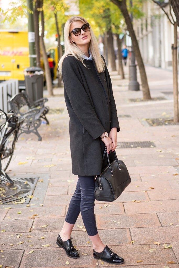 """Шик долго палто со тесни панталони и """"машки"""" обувки"""