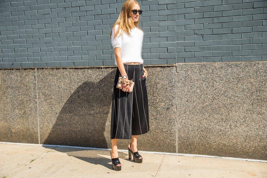 Пнаталоните килоти комбинирајте ги со обувки на платформа