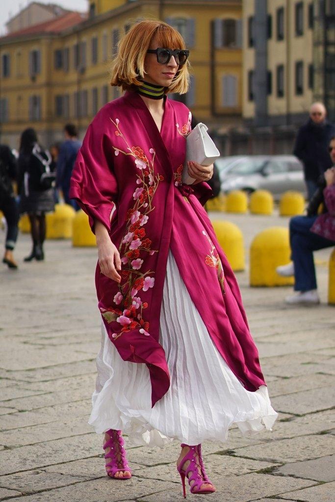 Плисирано здолниште и свилена блуза за тие што сакаат дамски изглед
