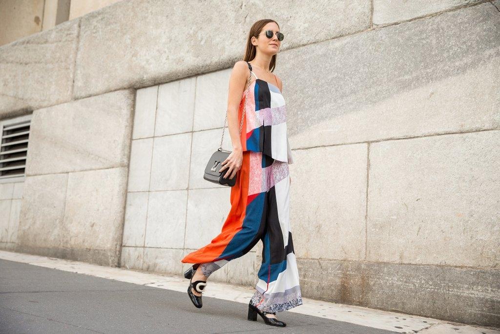 Блуза и панталони во ист дезен