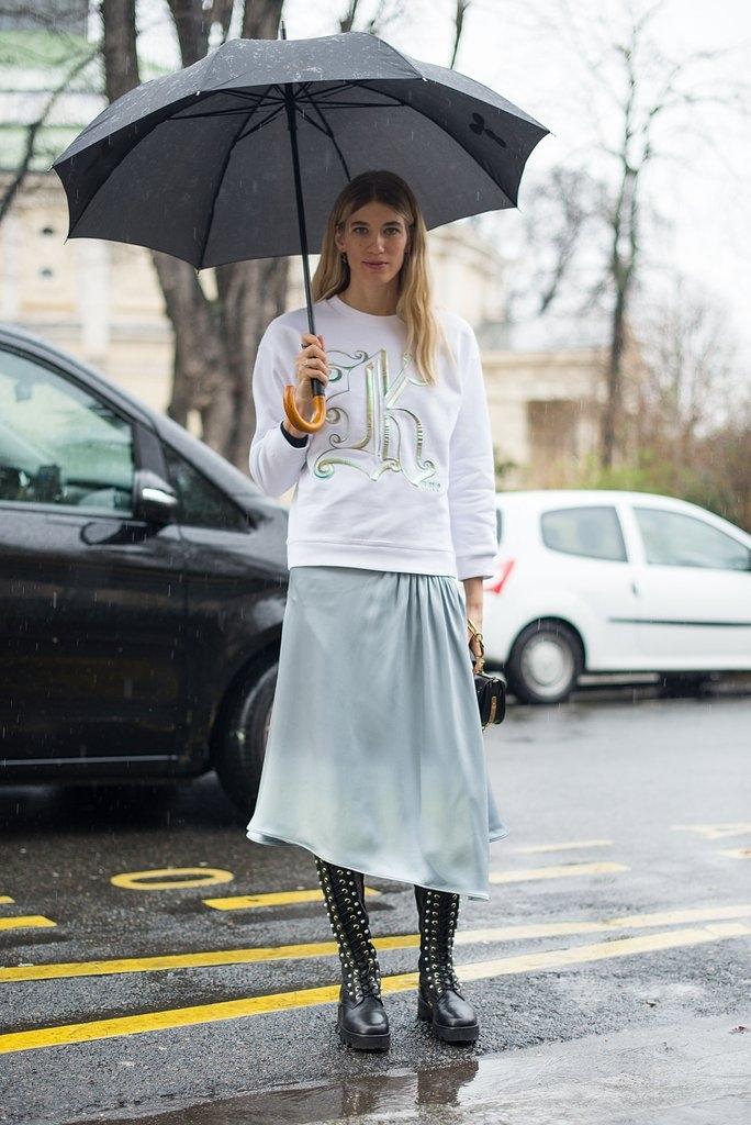 """""""слип"""" здолниште и блузон во комбинација со чизми"""