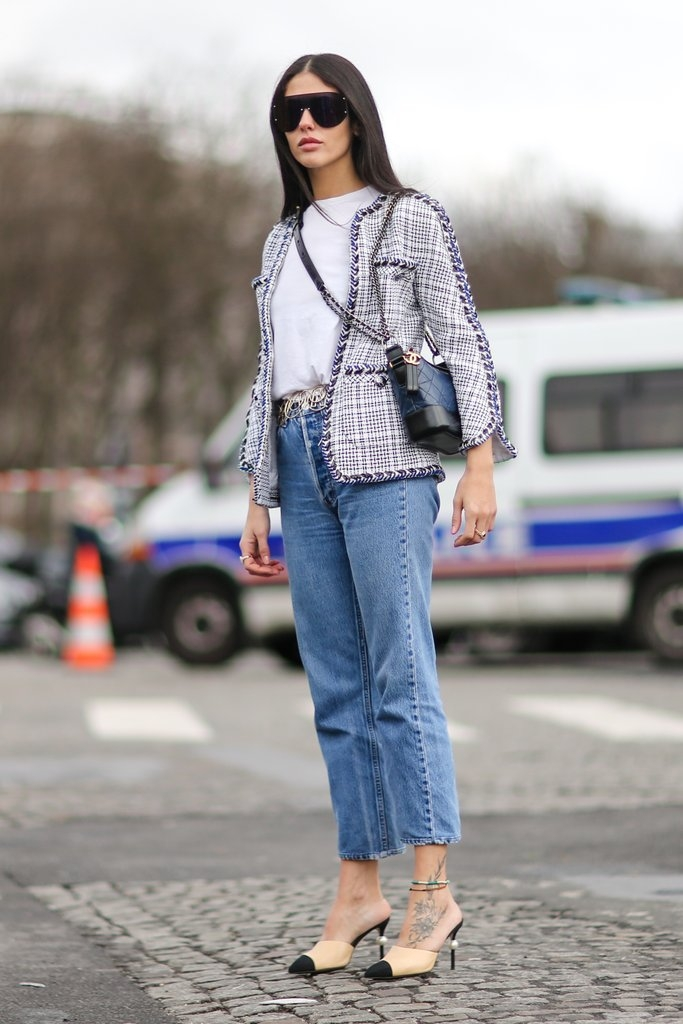 јакна од твид и фармерки со висок струк