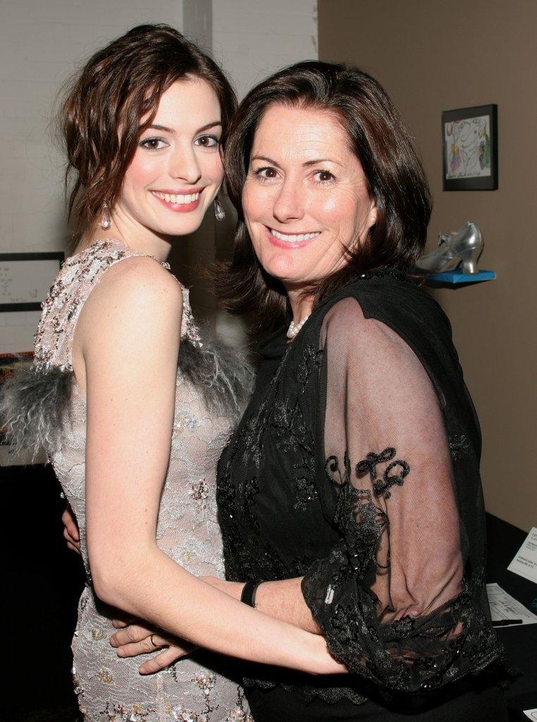 Ен Хатавеј со мајката Кејт