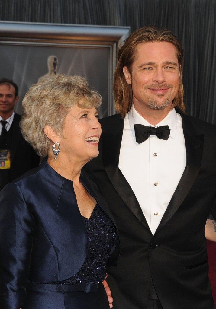 Бред Пит со мајката Џејн