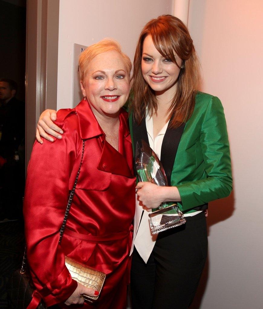 Ема Стоун со мајката Криста