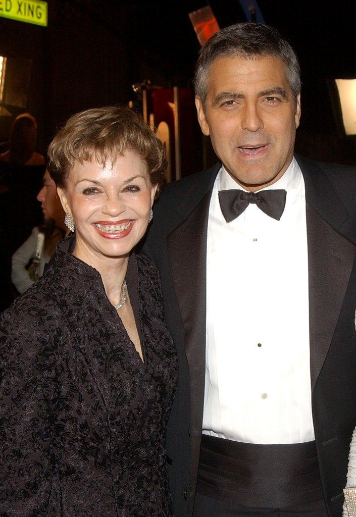 Џорџ Клуни со мајката Нина Ворен