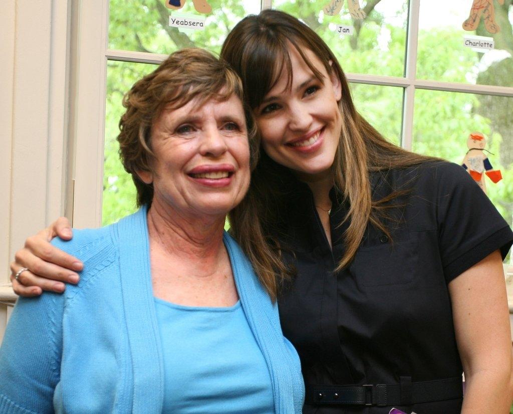 Џенифер Гарнер со мајката Пет