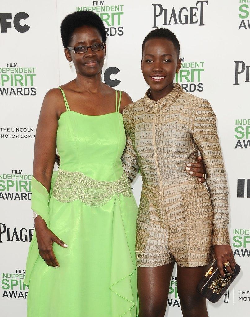 Лупита Нјонго со мајката Дороти
