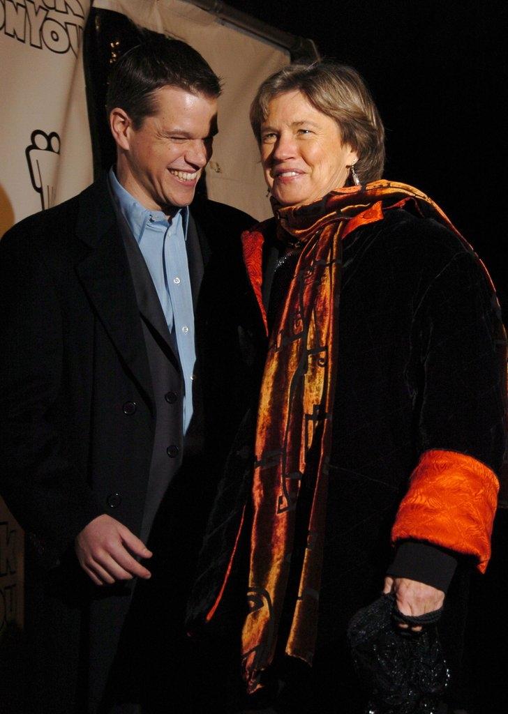Мет Дејмон со мајката Ненси
