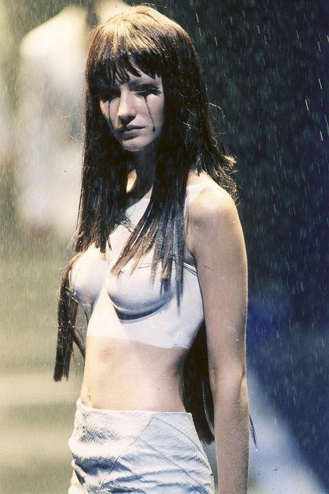 Жизел Бундшен - Alexander McQueen Spring 1998