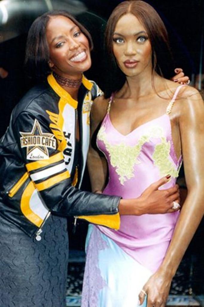 1996 - со восочна фигура со нејзин лик