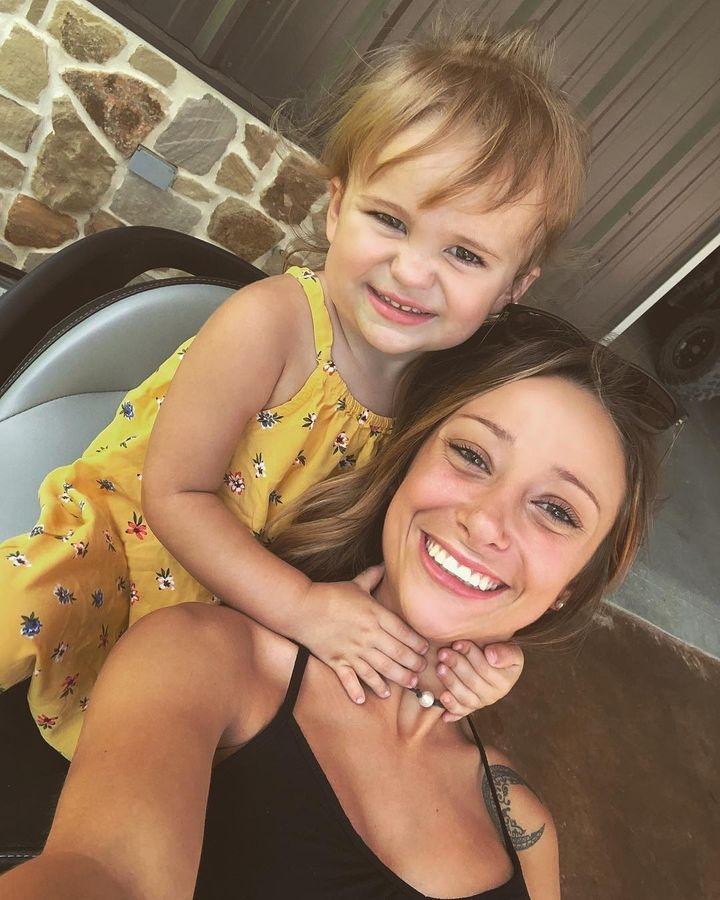 Малата Кејси Робинс е родена со 12 прсти