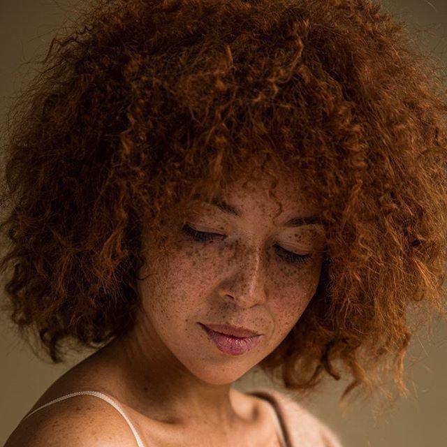 Наташа Кулзак - девојка со неверојатна црвена коса