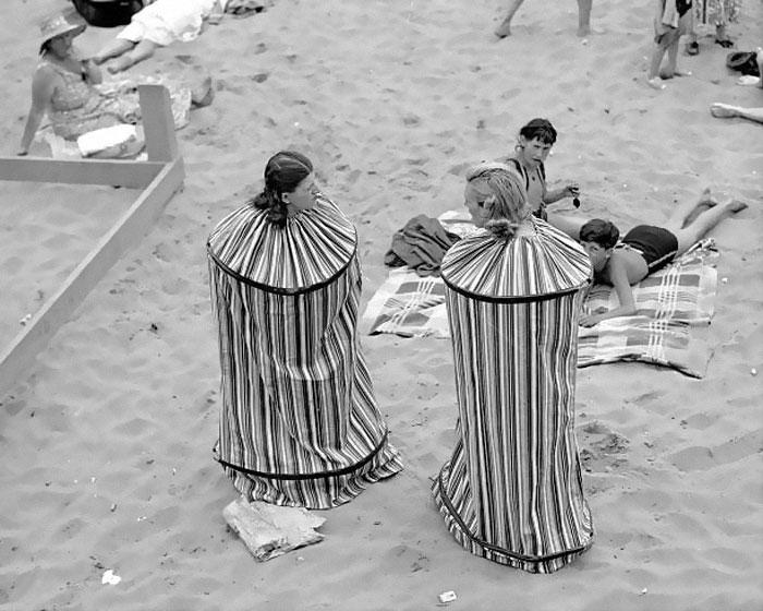 Движечка соблекувална за на плажа, 1938 година
