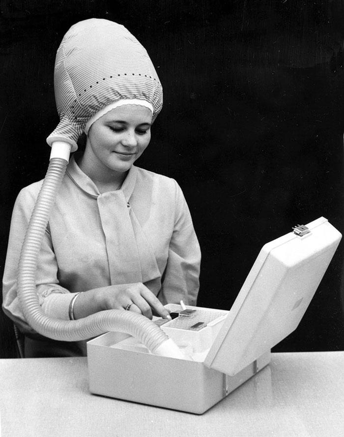 Во 1940-тите жените можеле да ја сушат косата со овој мобилен апарат