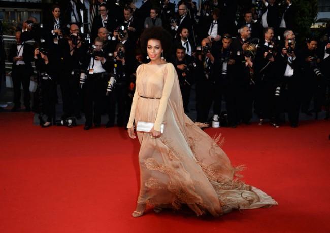 Соланж Ноулс во фустан на Стефан Ролан