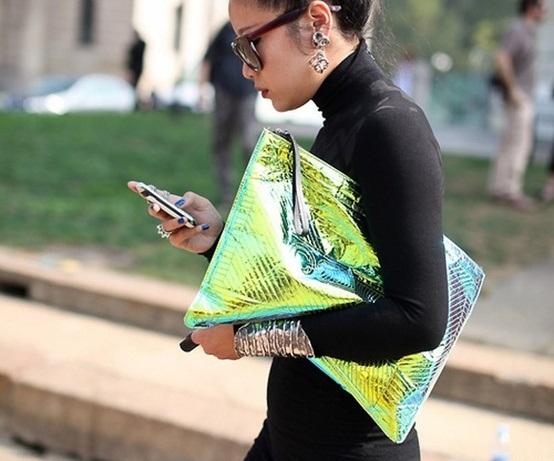 Холограмска чанта за девојки со став