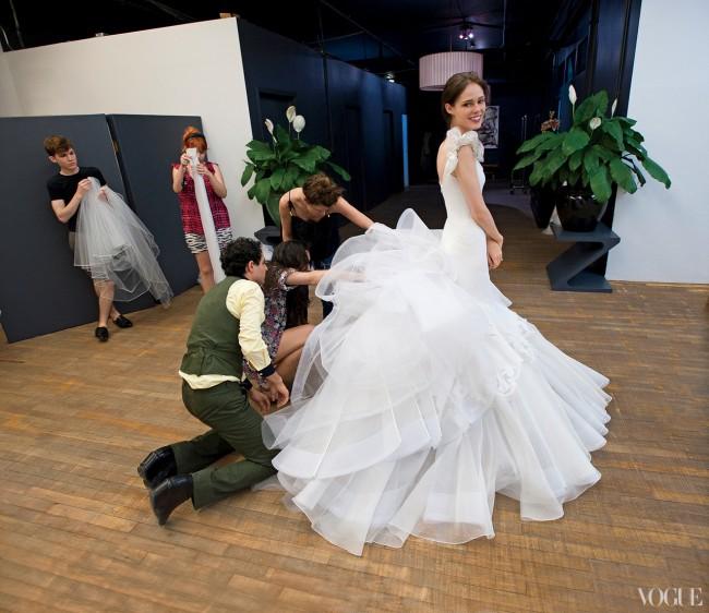 Венчаниот фустан на Коко Роче, изработен од органза, тул и свила