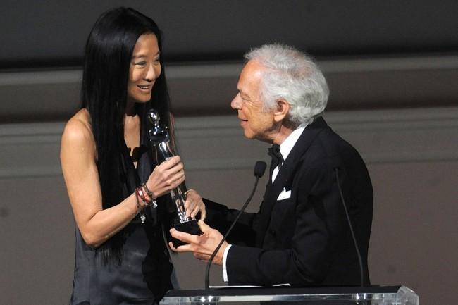 Ралф Лорен ѝ ја врачува наградата за животно дело на Вера Ванг