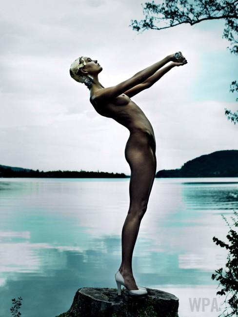 Карли Клос во Vogue (јули 2013)