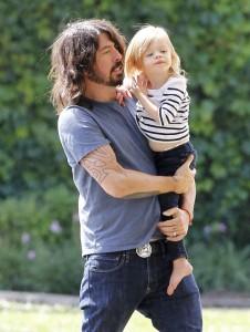 Пејачот Дејв Грол и неговата неодолива ќерка Харпер