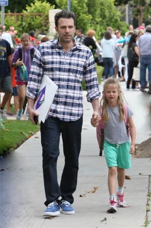Бен Афлек со ќерката Вајолет, Калифорнија 11-ти јуни