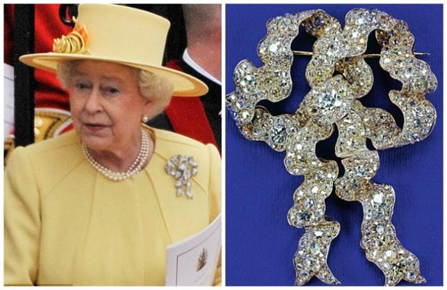 Вистински јазол на љубовта:Изборот на накит на кралицата секогаш е внимателно одбран. Овој брош е свадбен подарок од кралицата Мери,а го носеше на свадбата на сестра и Маргарет. А исто така го носеше и на венчавката на Кејт и Вилијам
