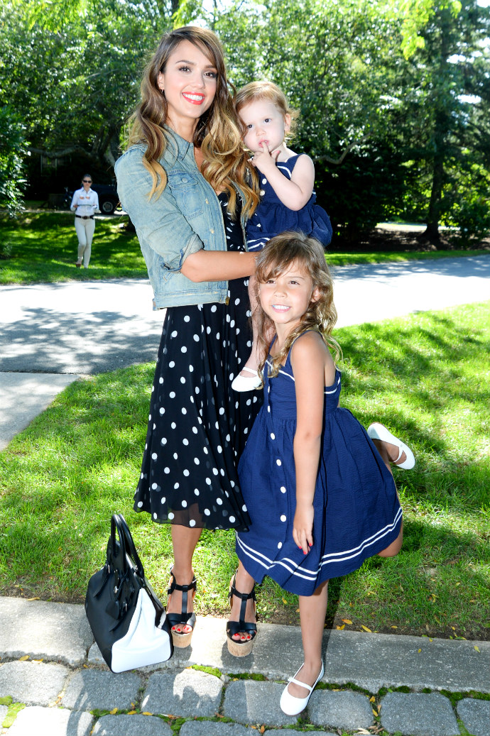 Jessica_Alba_with_Honor_and_Haven_Warren_2