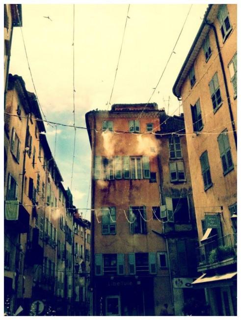 Градот Grasse кој мирисаше на парфемот на Марија