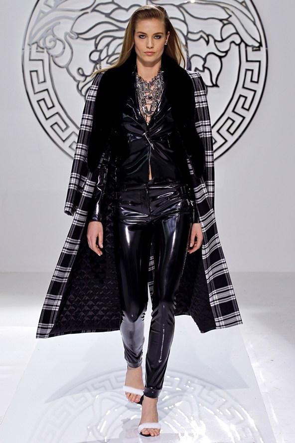 http://fashionel.mk/wp-content/uploads/2013/09/donatela-versace.jpg