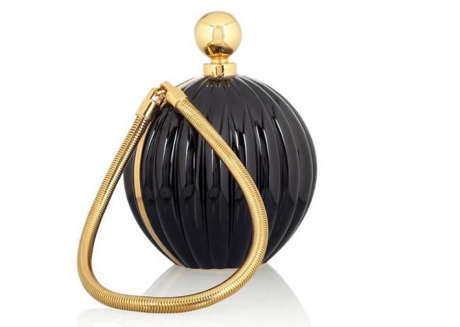 5.Ланвин - Arpege Perfume Необична, мала чанта која потсетува на шише парфем, а која е дизајнирана токму за нивниот парфем и чини 11.800 евра.