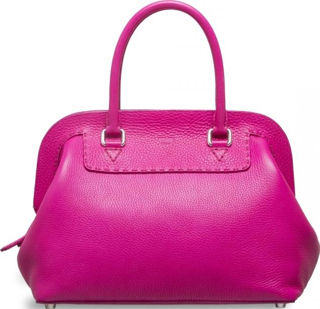 6.Сен Лоран - Medium Lulu Калч чантата е направена од кожа од алигатор, па нејзината цена достигнува и 10.100 евра.