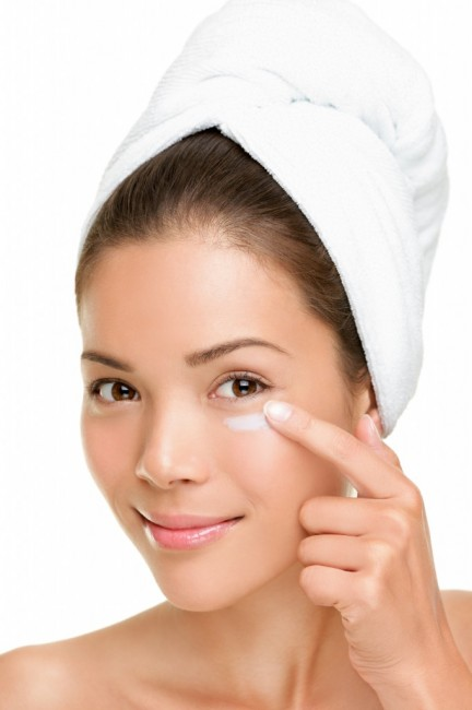 01-11-13-Skin-care-woman-putting-face-cream-682x1024