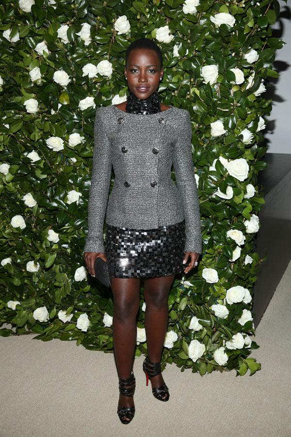 Лупита Нјонго во креација на Шанел