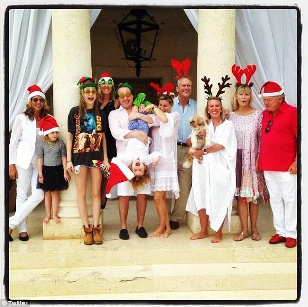 Еве го целиот клан Делевињ. Целото семејство се собра по повод Божиќ за сите заедно да го дочекаат празникот